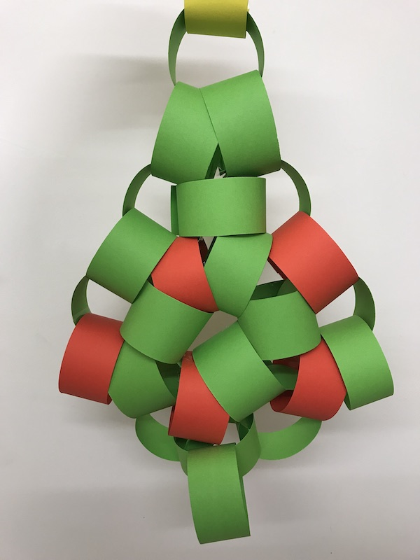 Easy decoration DIY: paper chain tree