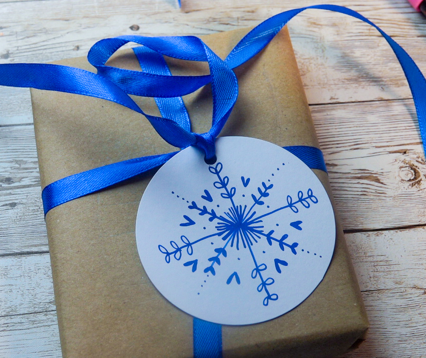 Make a snowflake tag with POSCA
