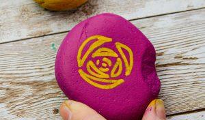 Paint pebbles with POSCA