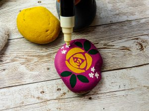 Decorate stones with flower designs in POSCA