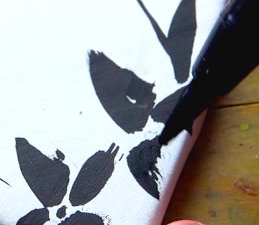 Draw a black brush blossom