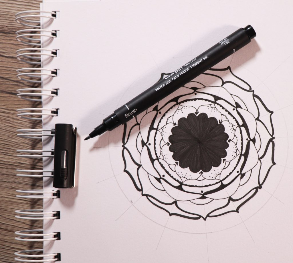 Draw a mandala with PIN pens